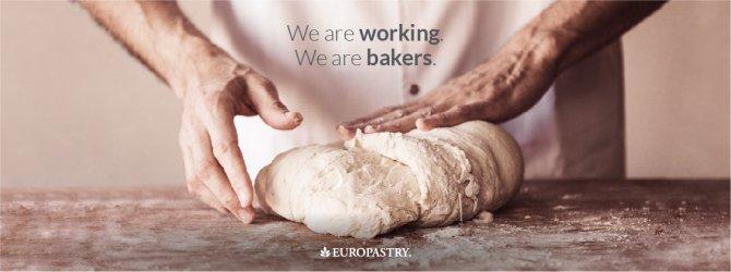 Nuestros panaderos siguen amasando para garantizar el abastecimiento de productos de primera necesidad