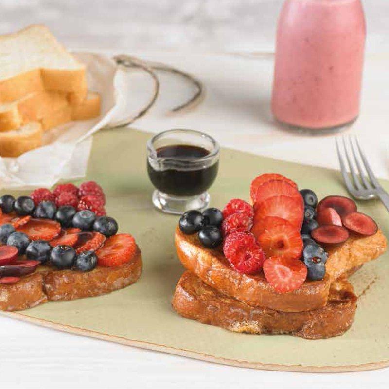 French Toast con Vanilla, Frutos Rojos y Jarabe de Arce.